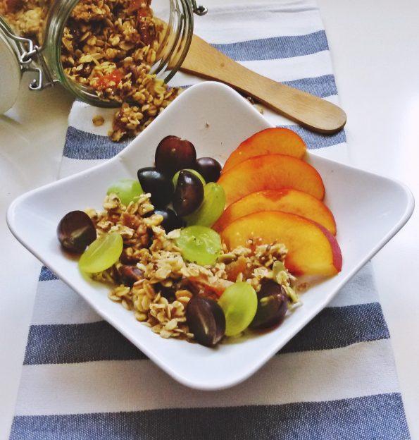 granola z owocami