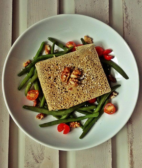 naleśnik gryczany z brokułem i feta