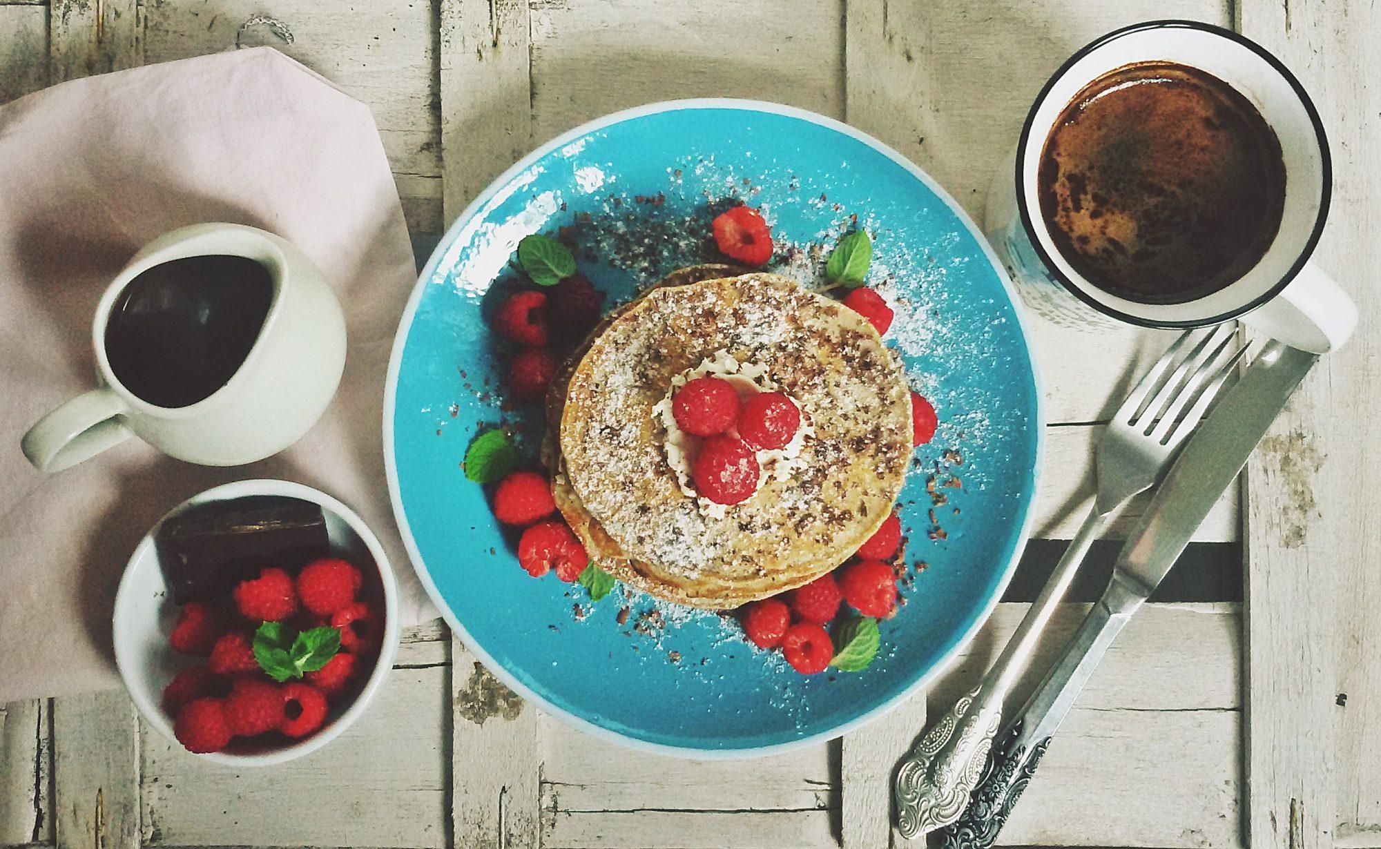 Pancakes z malinami i czekoladą