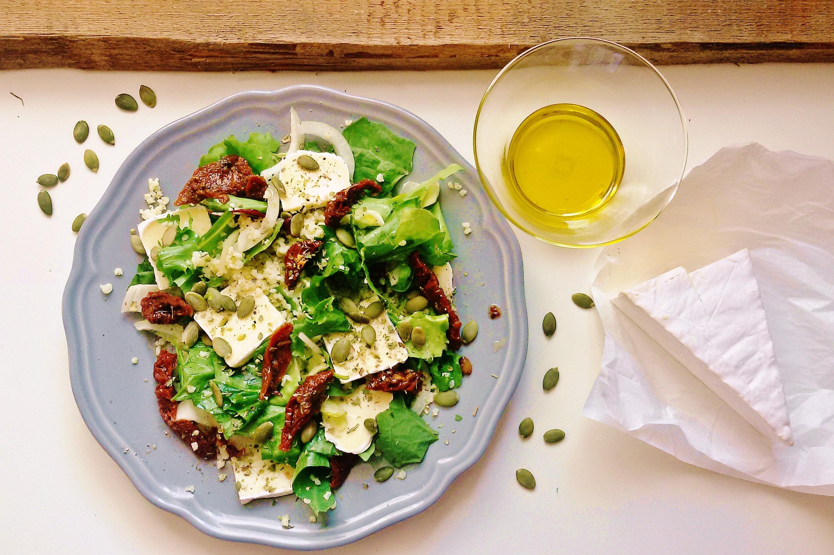 Szybka sałatka z kaszą jaglaną i suszonymi pomidorami