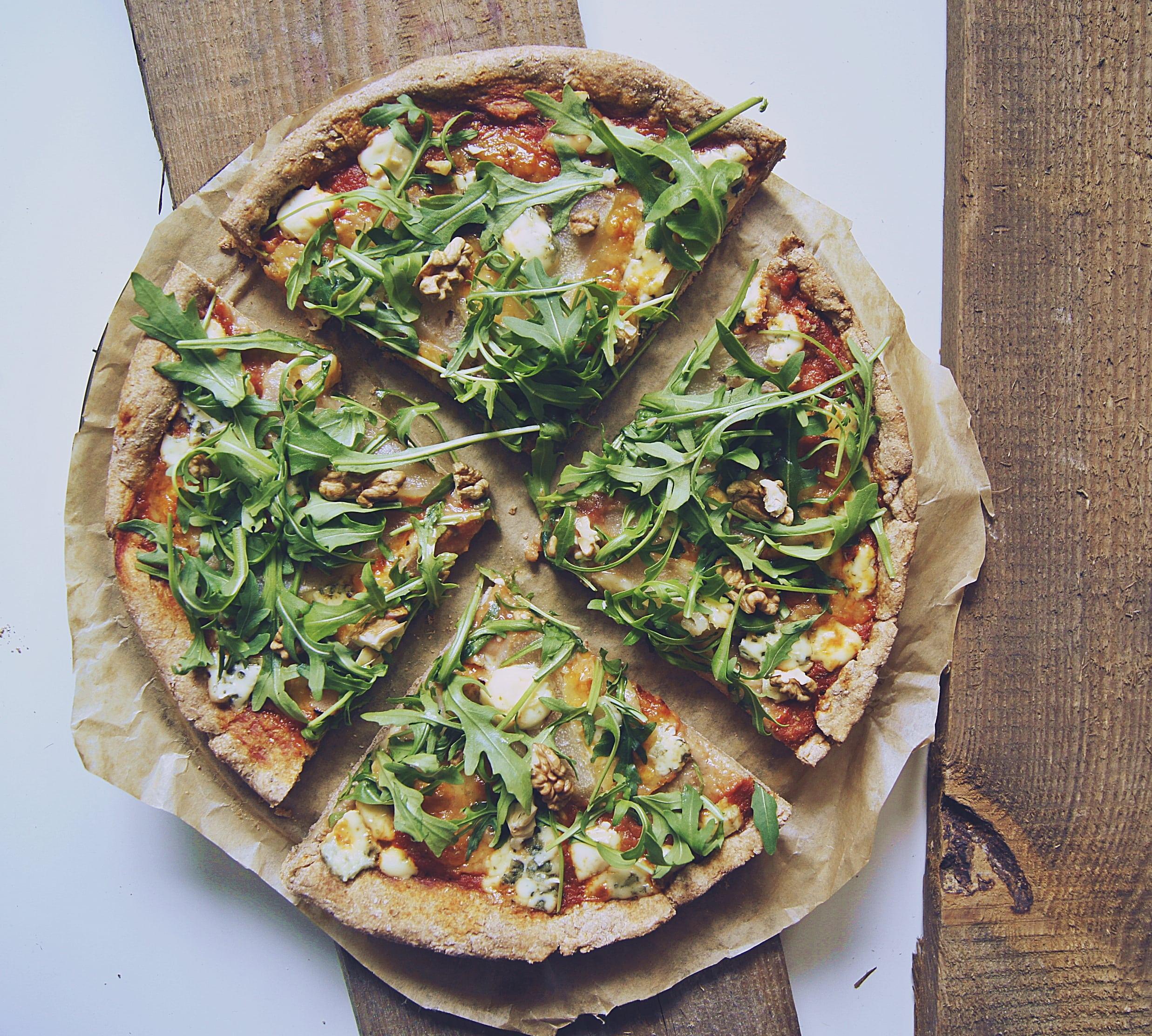 razowa pizza z gorgonzolą