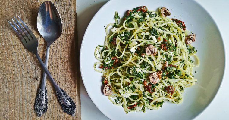 Spaghetti ze szpinakiem i fetą