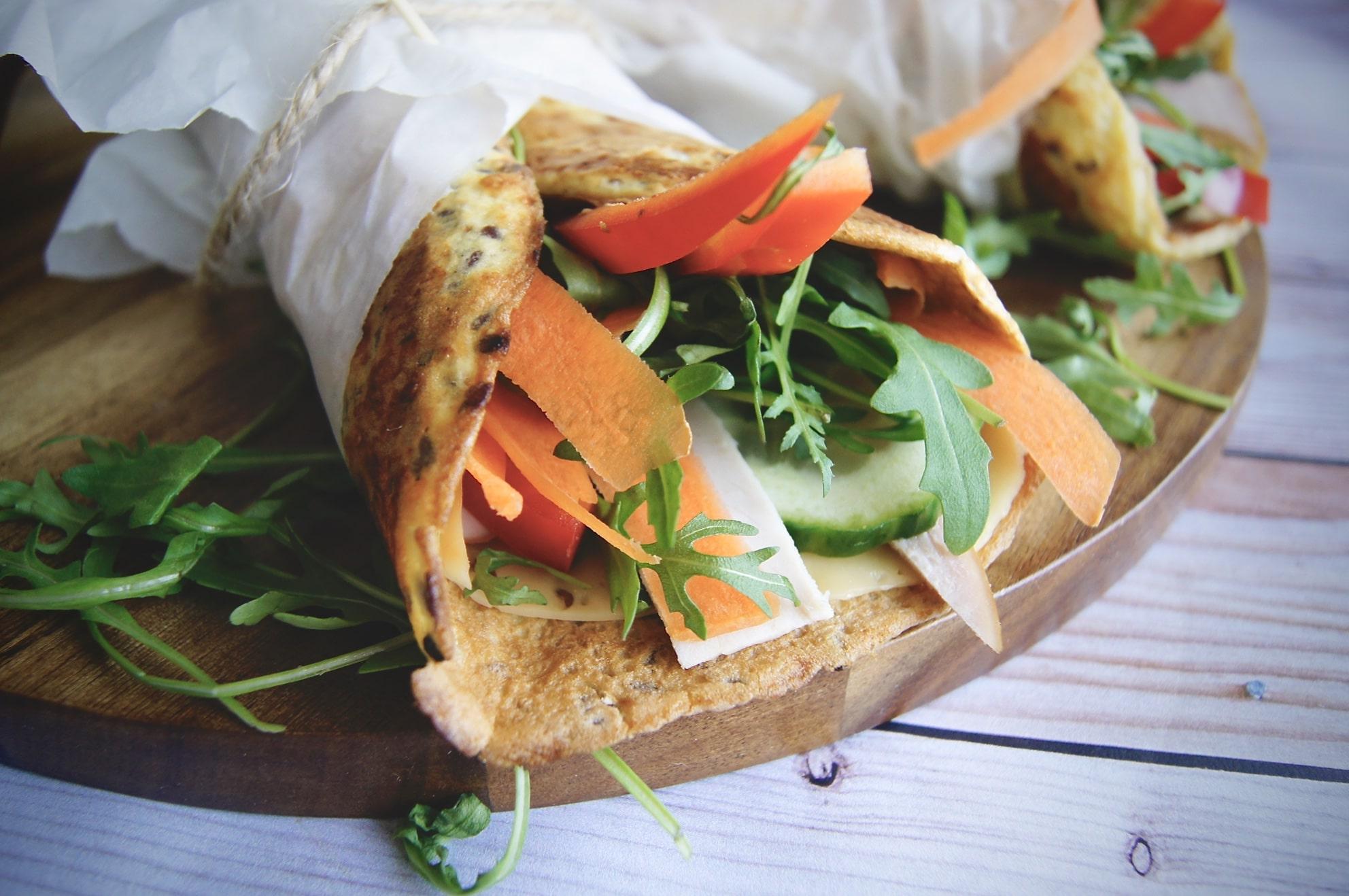 Tortilla białkowa z marchewką i indykiem