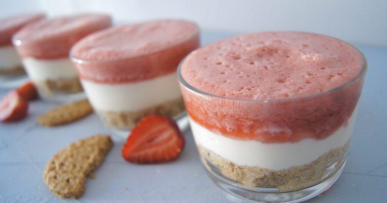 Delikatny deser z truskawkami i ricottą