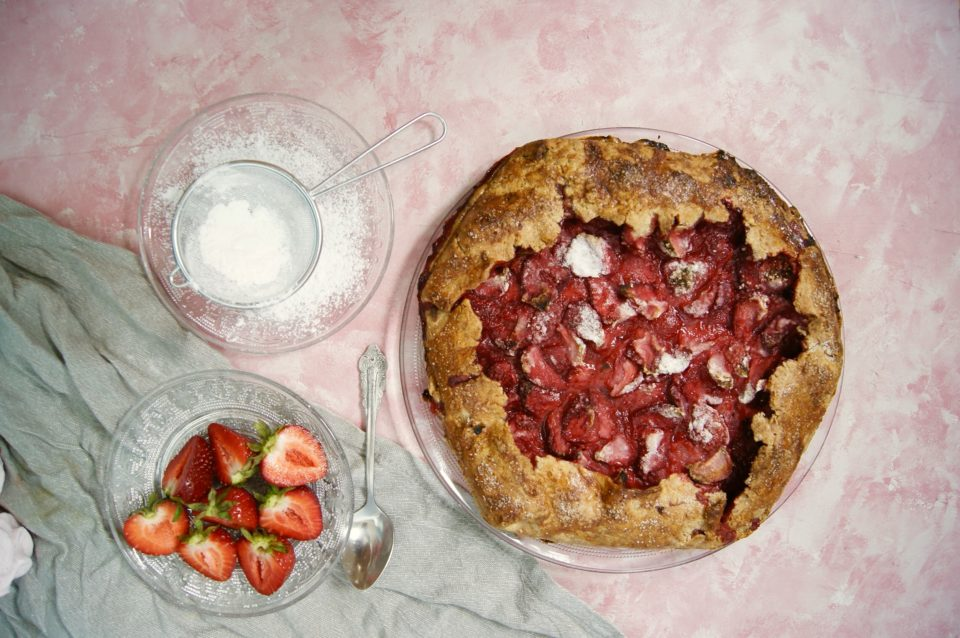 kruche-ciasto-z-truskawkami
