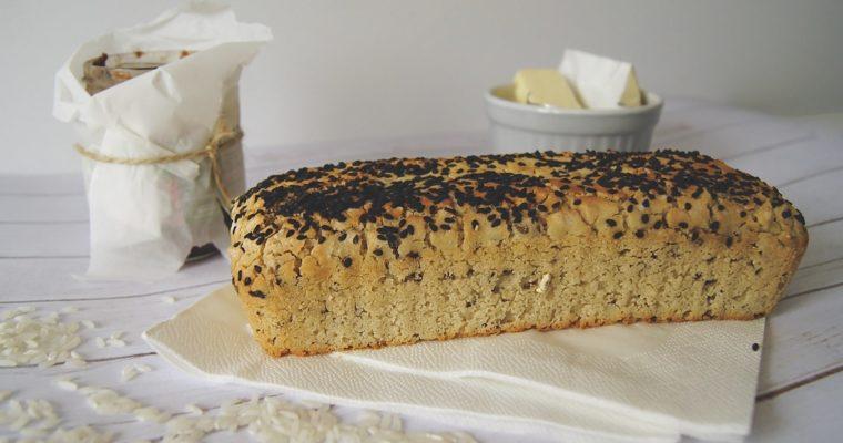 Bezglutenowy chleb ryżowy z czarnym sezamem